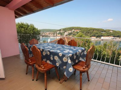 Photo for Two bedroom apartment with terrace and sea view Jelsa (Hvar)