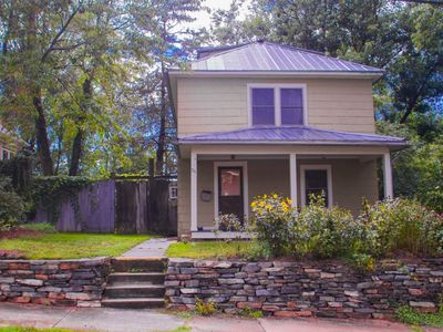 Photo for 3 Bedroom Beauty - Walk to Town