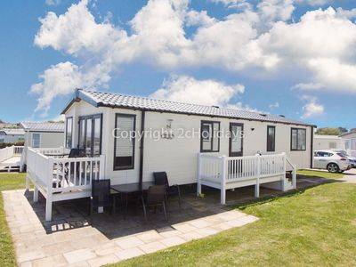 Photo for Dog friendly luxury lodge overlooking Hopton beach at Hopton on sea ref 80041S