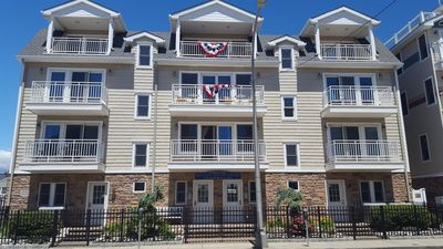 Beautifully decorated 2bd/2bth condo w/pool,steps to the Beach, 4 badges