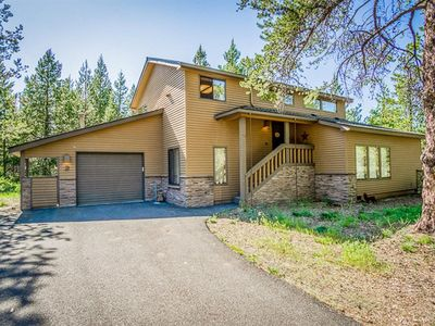 Photo for Cozy Sunriver Home w AC, Private Hot Tub, Bikes, & 8 SHARC Unlimited Use Passes