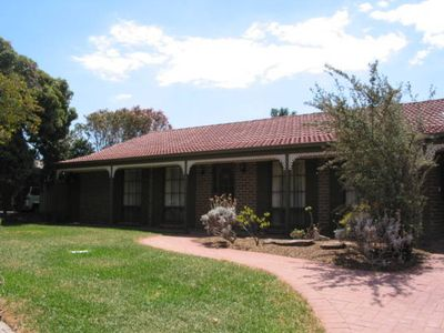 Photo for Jessica's Place - Spacious accommodation located in the heart of McLaren Vale