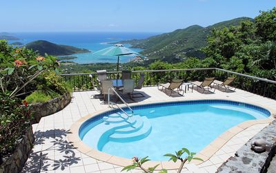Eco-Friendly 3 BR villa with pool.   Stunning Coral Bay views!