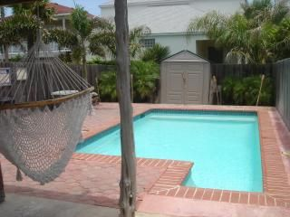 Photo for Gorgeous Townhome-Private Pool w/beach access nearby