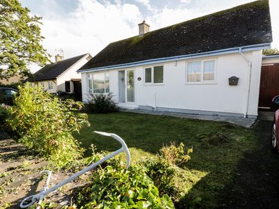 Photo for SALTY PUFFIN, pet friendly, with a garden in Benllech, Ref 912250