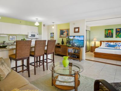 Darmic Waikiki Banyan: Deluxe Ocean View  |  29th floor  |  1 bdrm  | FREE wifi and parking  | AC | Quality amenities | Only 5 mins walk to the beach!