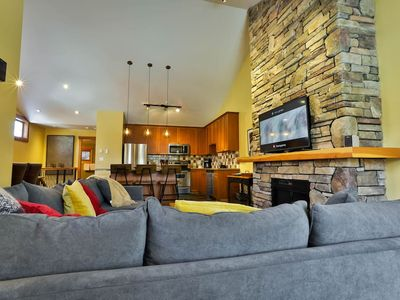 Photo for Deluxe Pinnacle Ridge Chalet with private hot tub