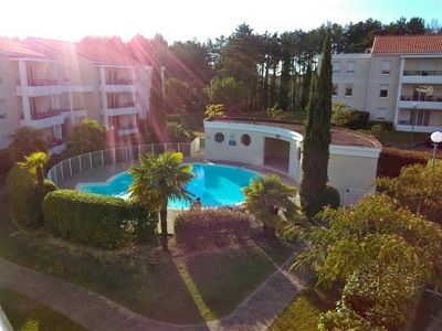 Photo for Apartment 4 pers. in quiet residence with pool in Royan