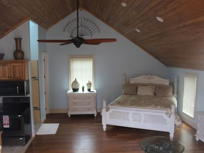 Photo for Relaxing Getaway Suite with Awesome view of Smith Lake