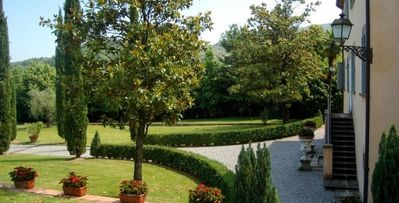 Photo for 6bd villa surrounded by high Tuscan hills, private, garden, pergola, pool