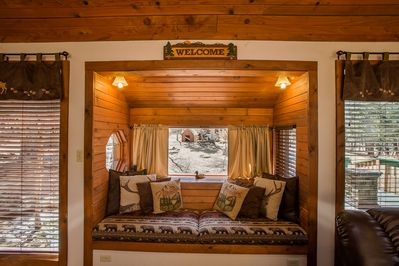 Enjoy the nook, read, watch the deer or snuggle in for a nap!
