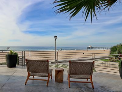 Photo for ★Sensational Beachfront Retreat on The Strand★ Family Fun In Style