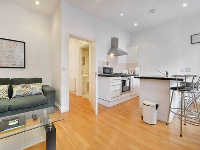 Photo for Amazing one bedroom apartment close to Oxford Street, Central London (GTS1)