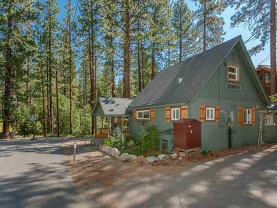 Photo for Charming Tahoe 3/1 Cottage Close To Beach, Open Space, Trails And More.