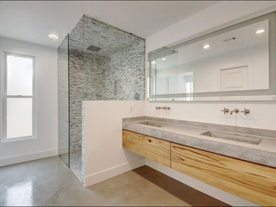 Photo for Modern Luxury Colorado Hills House near Downtown