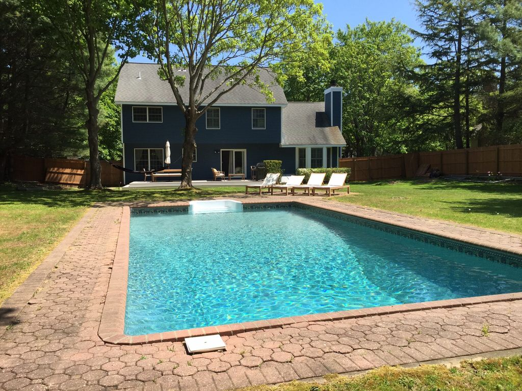 Quiet and serene east hampton home within e homeaway for East hampton vacation rentals