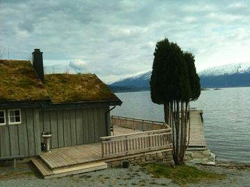 Beautiful holiday house for 4 people at the Hardangerfjord for families and anglers