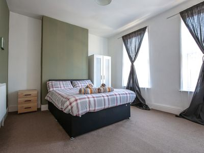 Photo for 3 Bedroom House for 1-8 guests. Near City Centre, LFC & Everton FC