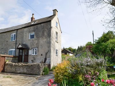 Photo for 1 bedroom property in Stroud. Pet friendly.