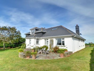Photo for Beautiful, detached holiday home with open fireplace and large garden in Cornwall