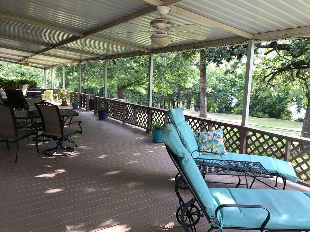Lake front guest boat dock sand beach wa vrbo for Lake texoma cabins with hot tub
