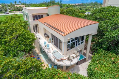 Oceanfront Grill & Recreation Deck (note SwimSpa tub/pool below)