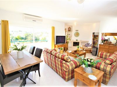 Photo for Apartment with direct access to the beach