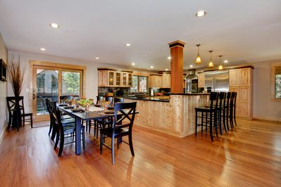 Great Room: You will love this dining and kitchen area with add'l bar seating.