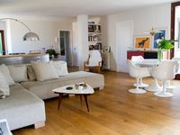 A very attractive and well appointed apartment in ideal location for the Old Town