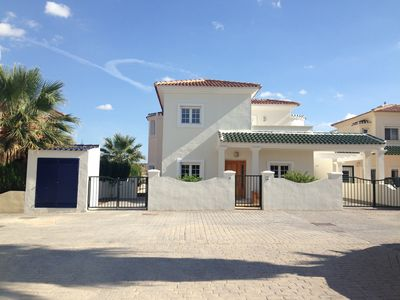 Photo for Luxurious Villa with Private Pool, Quiet Location