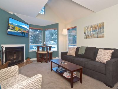 Cute and Cozy Creekside Condo. Professionally managed+cleaned Worry Free Cancellation