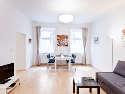 Photo for Bright, quiet, newly renovated apartment, in the center for 2-6 people
