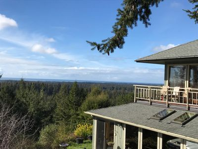 Photo for Amazing panoramic views and deck to watch from