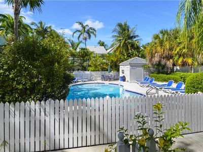 LINGER LONGER Private Home, Steps to Pool, Family Friendly, Walk to Duval!