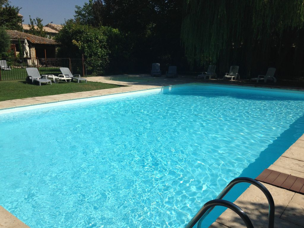 Aux portes du lub ron agr able g te dans un moulin du for Piscine 13eme