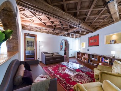 Photo for Spacious three bedrooms apartment close to the Trevi Fountain