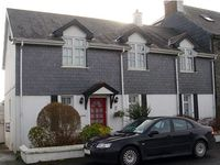 Very cosy but modern house with fabulous views of Harbour and great location