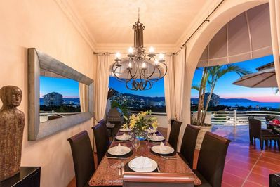 Awesome outside dinning room, enjoy your dinner with your family along a great view.
