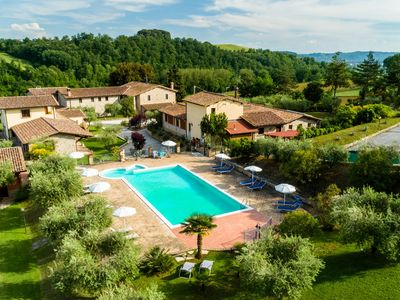 Photo for Typical stone farmhouse in the Umbrian countryside with pool with Jacuzzi