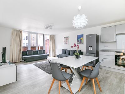 Photo for Modern spacious 2-bed flat 1 min to Hyde Park/Queensway/Bayswater