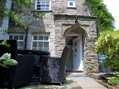 Photo for Little Cobbetts - Luxury Cottage (sleeps 4 ) - private garden - Dogs Welcome