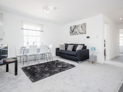 Photo for ⭐️ Easy access to London, Groups Welcome, Beautiful Apartment - Great location⭐️