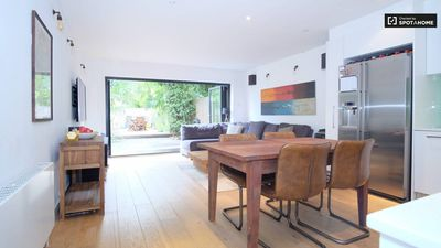Photo for ***BRAND NEW STYLISH APARTMENT 20 MINUTES TO OXFORD ST***