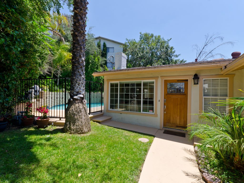 Serene 3-Bedroom/2-Bath Pool Home with Canyon Views in Mt. Washington