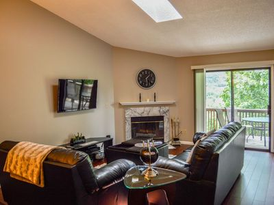 Photo for Gorgeous Condo with Beautiful Views! Walk to Pools & Hot Tub, Free Wi-Fi & Cable