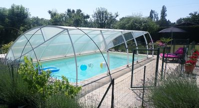 fantastic pool, fenced area, lockable gates, cover keeps the water warm.