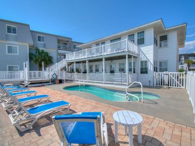 Sandpiper, Oceanfront House in Cherry Grove with Hot Tub and Pool