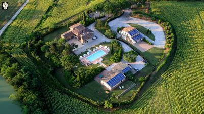 Photo for Ideal residence for groups between Umbria and Tuscany with Salat Private Pool