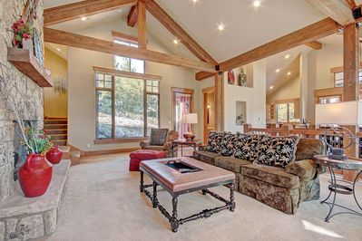 170 Elk Circle - a SkyRun Keystone Property - Living Room - The living room is spacious and has a lot of natural light.