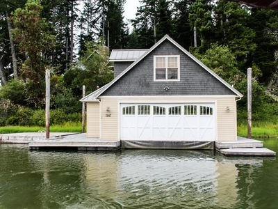 Photo for Beautiful and spacious waterfront home w/ jetted tub - boat access only!